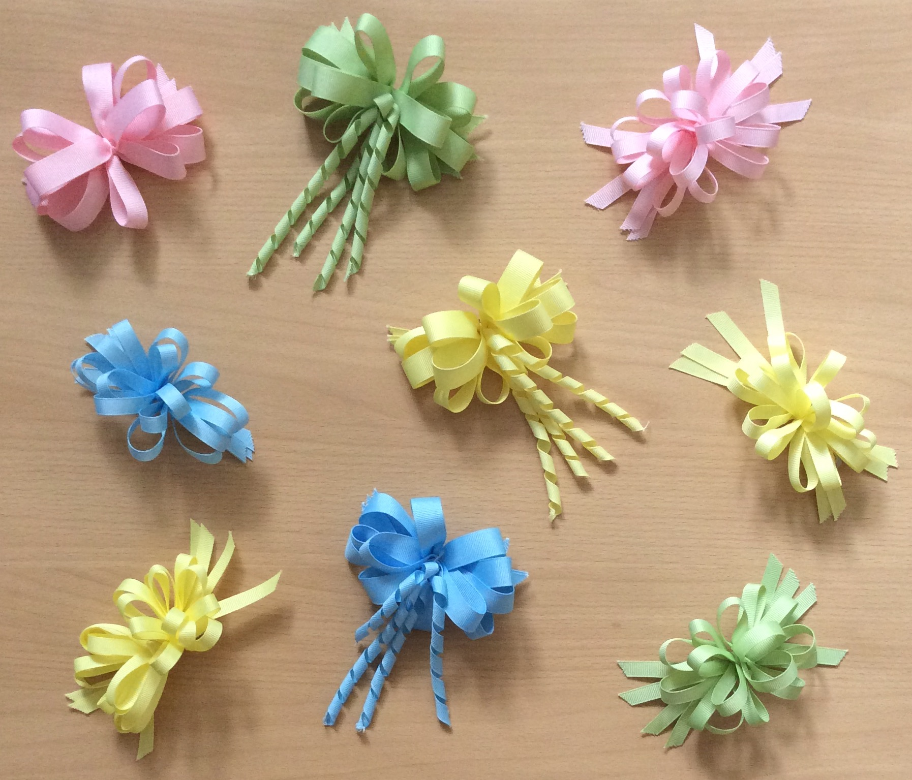 Narrow loopy bows, assorted colours