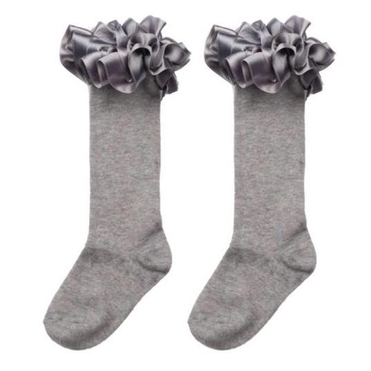 Caramelo Knee High Ruffle Socks, Grey