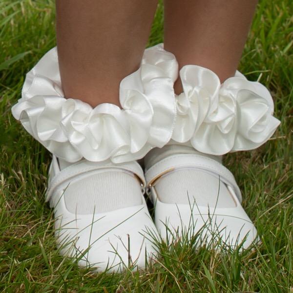 Caramelo Ankle Ruffle Socks, Ivory